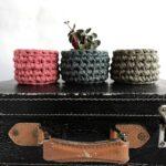 3 részes horgolt kosár szett, 3 kicsi pólófonalból készült tároló, ékszertartó, mályva, tompa türkiz, zöldfűszer