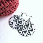 Fekete-fehér íves mintás MAXI textilfülbevaló