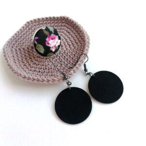 Fekete Midi textilfülbevaló fekete alapon rózsás gyűrűvel