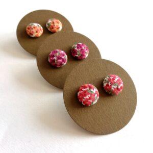 Vidám apró virágos Mini fülbevaló 3 féle színvariációban