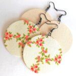Vajszínű és tavaszi korall, zöld virágmintás Maxi textilékszer 2 pár