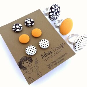 Fekete-fehér levélmintás, mustársárga és pöttyös fülbevaló csomag 1 db választható gyűrűvel