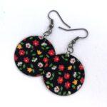 Fekete alapon színes apró virágos Midi textilfülbevaló